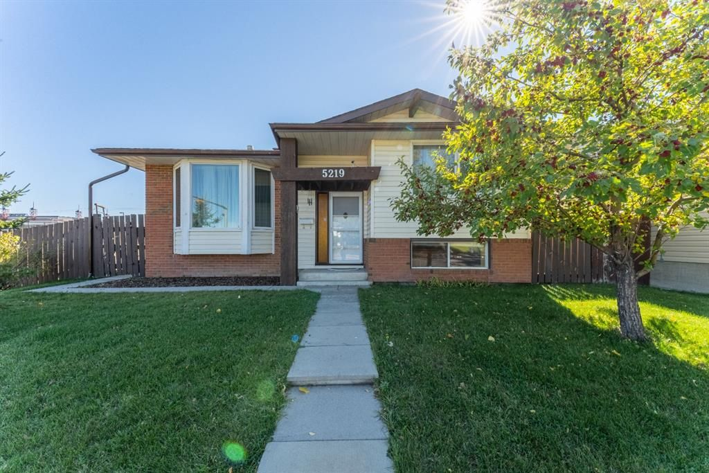 Main Photo: 5219 Whitehorn Drive NE in Calgary: Whitehorn Detached for sale : MLS®# A1149729