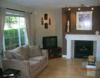 Photo 2: 839 W 17TH Street in North Vancouver: Hamilton Townhouse for sale : MLS®# V614849