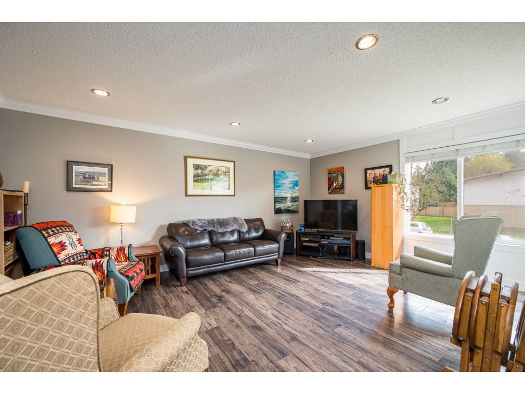 Photo 3: Photos: 20305 50 AVENUE in Langley: Langley City House for sale : MLS®# R2561802