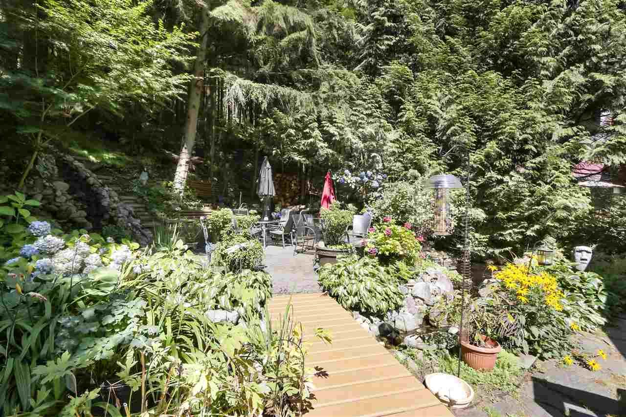 """Photo 17: Photos: 4727 MOUNTAIN Highway in North Vancouver: Lynn Valley House for sale in """"Upper Lynn"""" : MLS®# R2491401"""