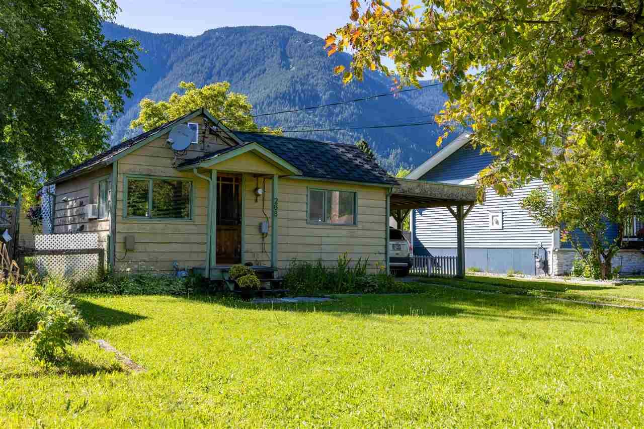Main Photo: 268 CARIBOO Avenue in Hope: Hope Center House for sale : MLS®# R2586869