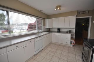 """Photo 10: 4522 62ND Street in Ladner: Holly House for sale in """"HOLLY"""" : MLS®# V990375"""