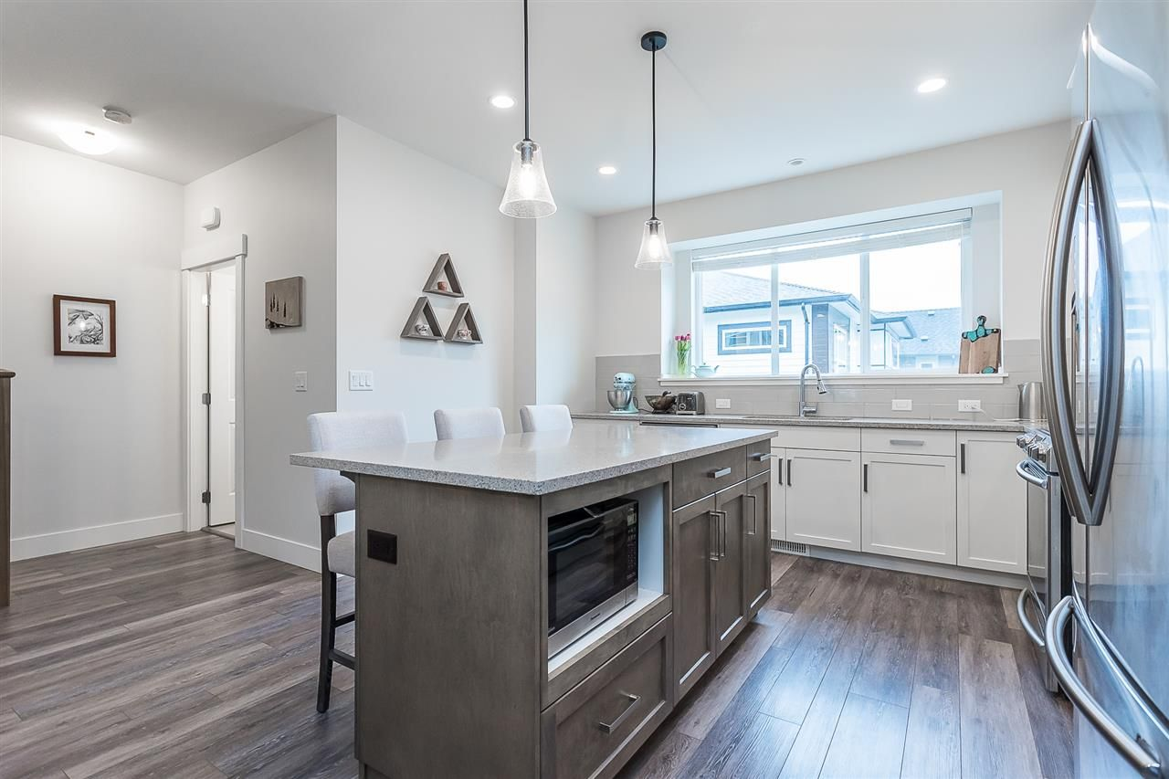 """Photo 6: Photos: 4 4295 OLD CLAYBURN Road in Abbotsford: Abbotsford East House for sale in """"Sunspring Estates"""" : MLS®# R2562456"""