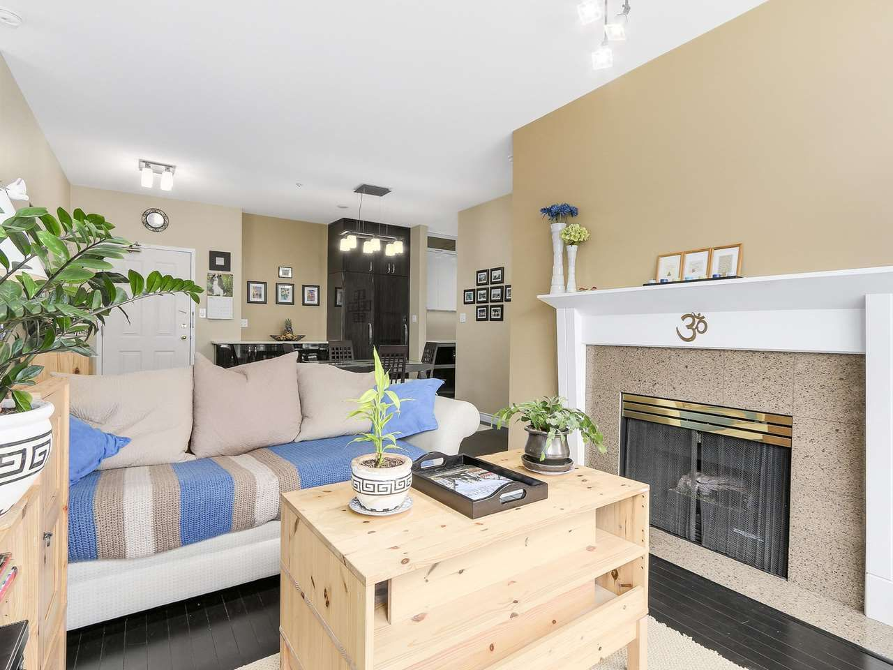 """Main Photo: PH10 511 W 7TH Avenue in Vancouver: Fairview VW Condo for sale in """"BEVERLY GARDENS"""" (Vancouver West)  : MLS®# R2156639"""