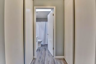 """Photo 19: 39 2345 CRANLEY Drive in Surrey: King George Corridor Manufactured Home for sale in """"LA MESA"""" (South Surrey White Rock)  : MLS®# R2601872"""