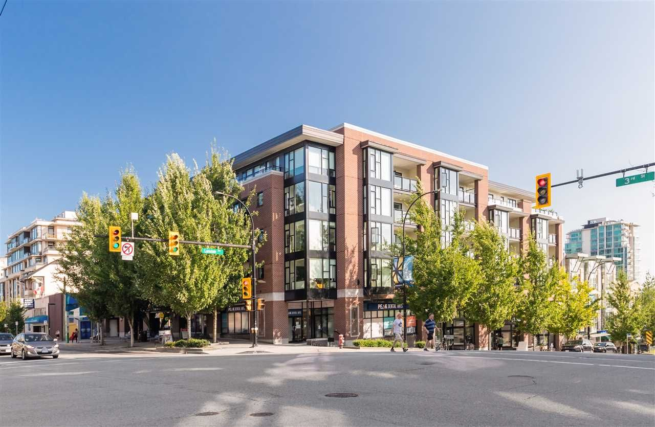 "Main Photo: 205 111 E 3RD Street in North Vancouver: Lower Lonsdale Condo for sale in ""VERSATILE"" : MLS®# R2510116"