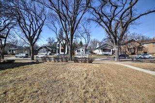 Photo 3: 318 Beaverbrook Street in Winnipeg: River Heights North Residential for sale (1C)  : MLS®# 202106213