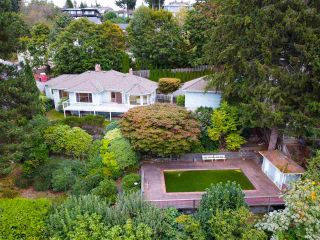 "Photo 1: 301 N HYTHE Avenue in Burnaby: Capitol Hill BN House for sale in ""CAPITOL HILL"" (Burnaby North)  : MLS®# R2531896"