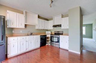 Photo 2: 136 Silvergrove Road NW in Calgary: Silver Springs Semi Detached for sale : MLS®# A1098986