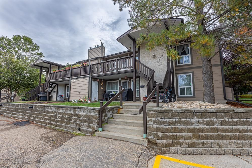 Main Photo: 132 70 WOODLANDS Road: St. Albert Carriage for sale : MLS®# E4261365