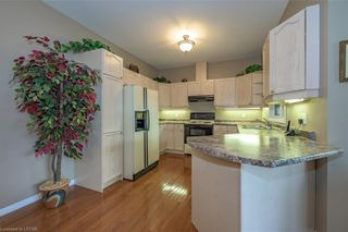 Photo 10: 34 1555 HIGHBURY Avenue in London: East A Residential for sale (East)  : MLS®# 40138511