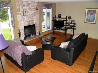 Photo 2: 111 Woodchester Bay in WINNIPEG: Charleswood Residential for sale (South Winnipeg)  : MLS®# 1519935