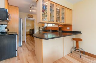 Photo 9: 2717 Roseberry Ave in : Vi Oaklands House for sale (Victoria)  : MLS®# 875406