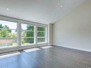 Photo 3: 3182 Wessex Close in : OB Henderson House for sale (Oak Bay)  : MLS®# 883456