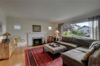 Photo 2: 121 Howe St in Victoria: Vi Fairfield West House for sale : MLS®# 842212