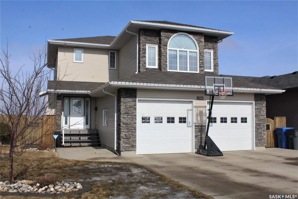 Main Photo: 1768 Wellock Road in Estevan: Pleasantdale Residential for sale : MLS®# SK844591