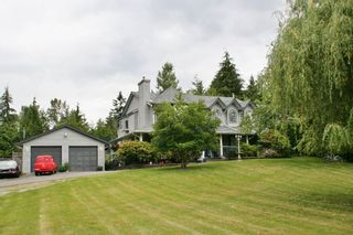 Photo 2: 8538 BANNISTER Drive in Mission: Mission BC House for sale : MLS®# R2078608