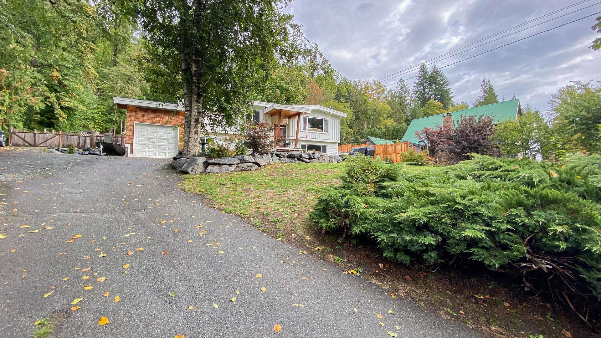 Main Photo: 47913 HANSOM Road in Chilliwack: Chilliwack River Valley House for sale (Sardis)  : MLS®# R2622672