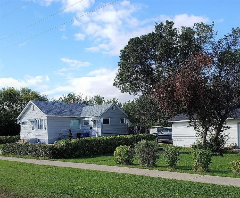 Main Photo: 210 Buchanon Avenue in Dauphin: R30 Residential for sale (R30 - Dauphin and Area)  : MLS®# 202101444