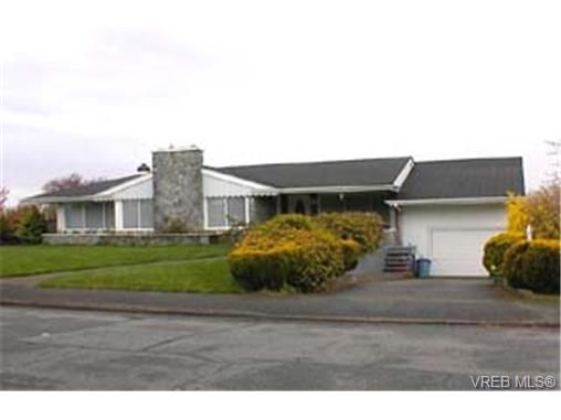 Main Photo: 2163 Middowne Rd in VICTORIA: OB Henderson House for sale (Oak Bay)  : MLS®# 284899