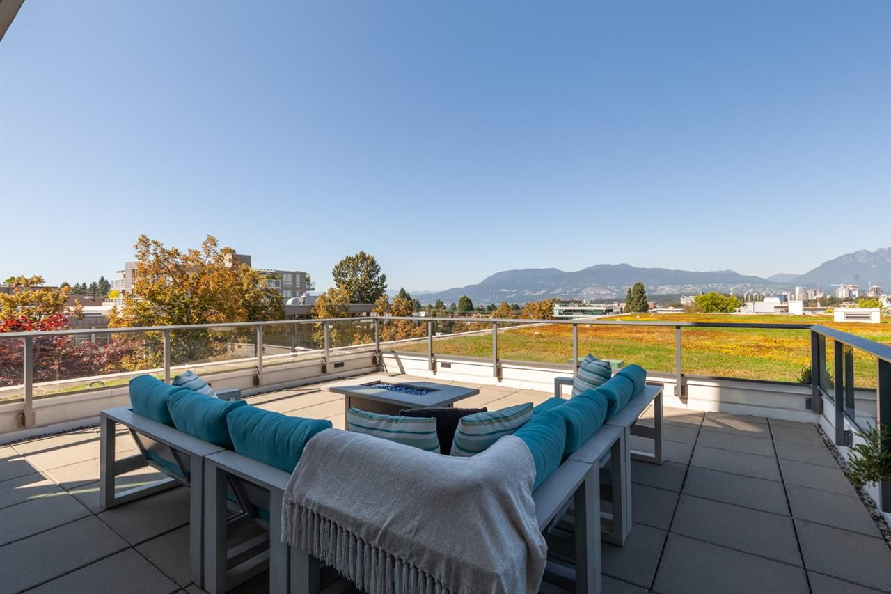 Main Photo: 529 1777 W 7TH AVENUE in Vancouver: Fairview VW Condo for sale (Vancouver West)  : MLS®# R2402352