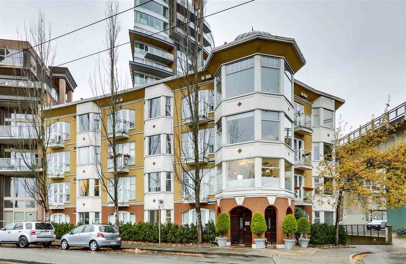 FEATURED LISTING: 203 - 1562 5TH Avenue West Vancouver