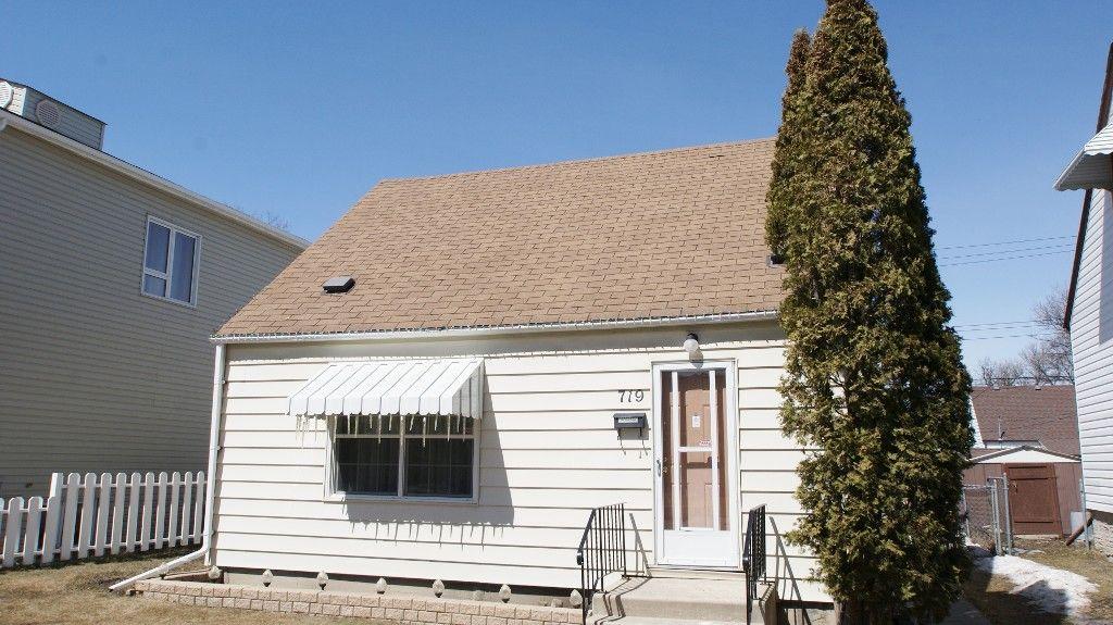 Main Photo: 719 Carter Avenue in Winnipeg: Crescentwood Single Family Detached for sale (South Winnipeg)  : MLS®# 1307379