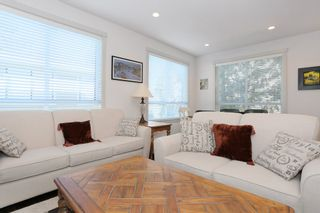 """Photo 3: 7 1338 FOSTER Street: White Rock Townhouse for sale in """"EARLS COURT"""" (South Surrey White Rock)  : MLS®# R2051150"""