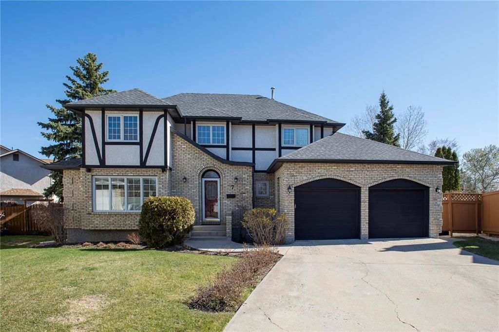 Main Photo: 7 Aikman Place in Winnipeg: Charleswood Residential for sale (1G)  : MLS®# 202111007