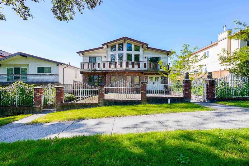 FEATURED LISTING: 3442 4TH Avenue East Vancouver