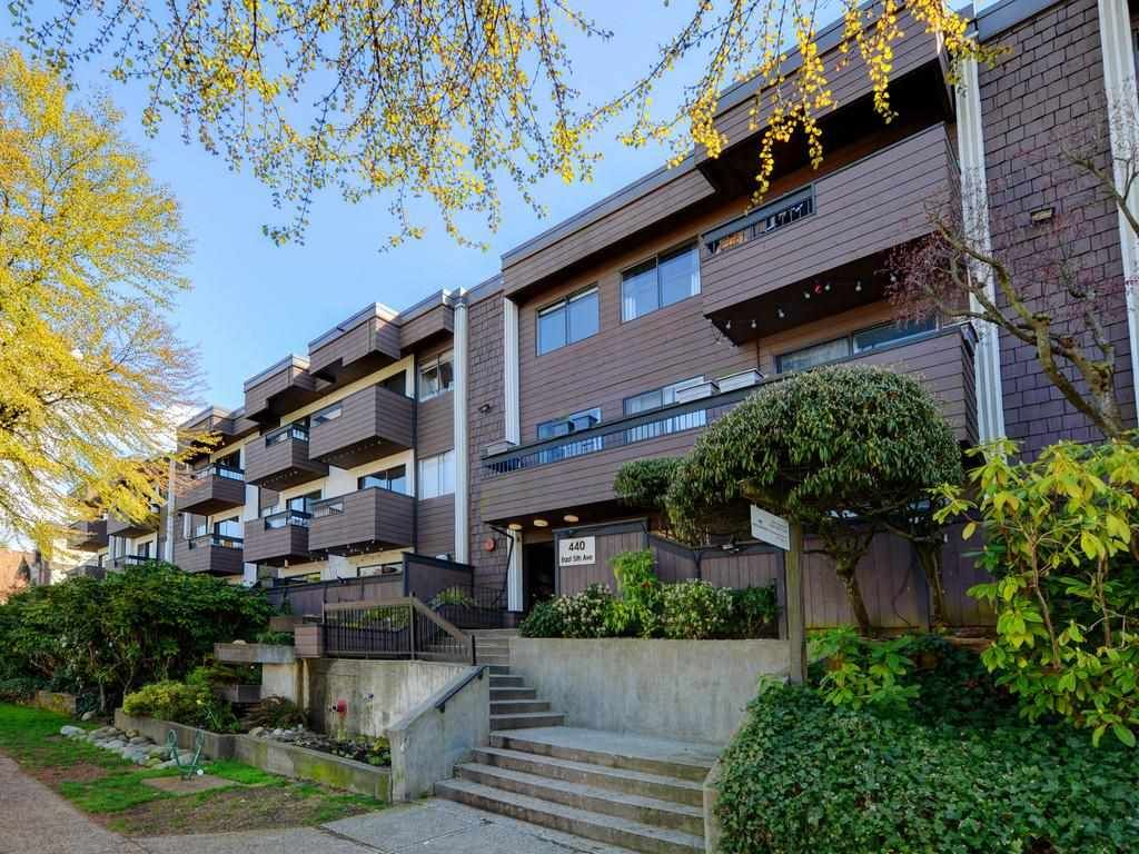 "Main Photo: 216 440 E 5TH Avenue in Vancouver: Mount Pleasant VE Condo for sale in ""Landmark Manor"" (Vancouver East)  : MLS®# R2577111"