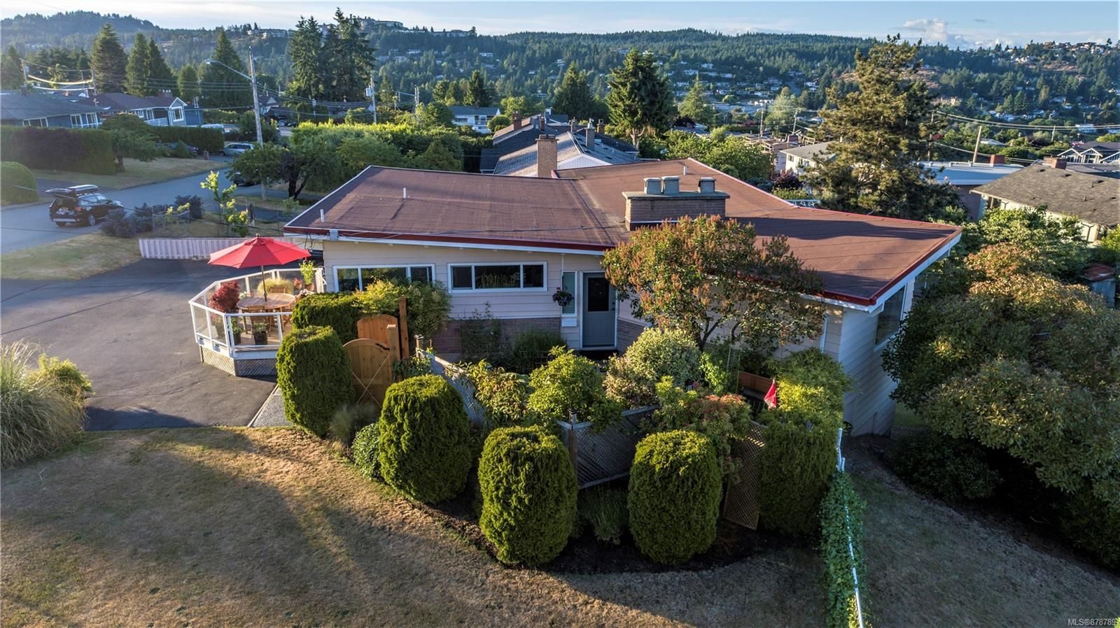 Amazing ocean views .. and not a cookie cutter home in a cookie cutter location - This is a unique and appealing home with many stunning features and just a few blocks to Departure Bay beach