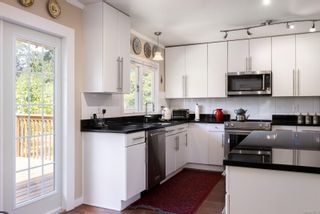 Photo 16: 720 Pemberton Rd in : Vi Rockland House for sale (Victoria)  : MLS®# 885951