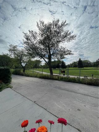 Photo 7: 283 Sansome Avenue in Winnipeg: Residential for sale (5G)  : MLS®# 202121766