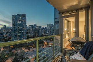 """Photo 7: 1908 1033 MARINASIDE Crescent in Vancouver: Yaletown Condo for sale in """"QUAYWEST"""" (Vancouver West)  : MLS®# R2467788"""