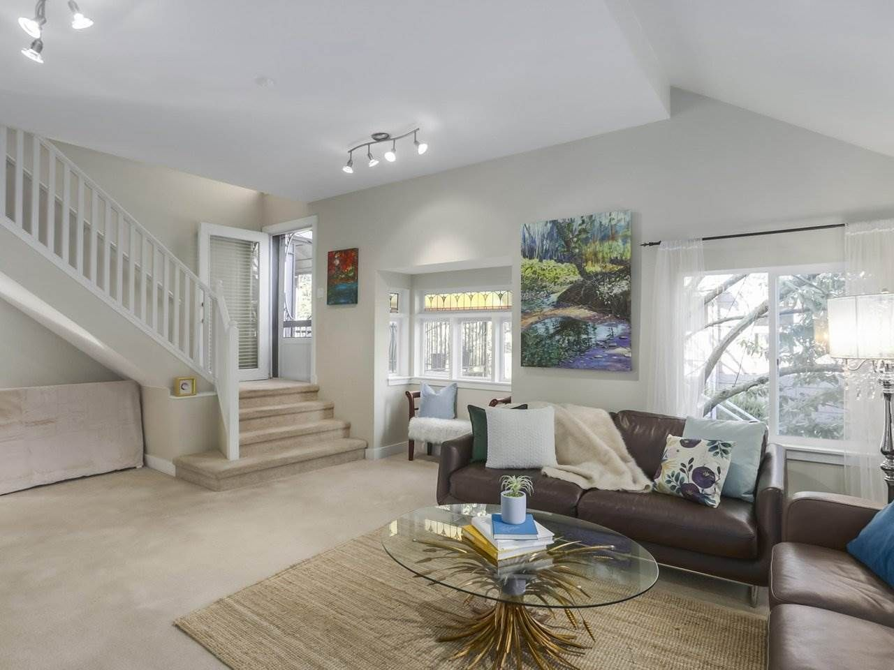 Photo 3: Photos: 325 W KINGS Road in North Vancouver: Upper Lonsdale House for sale : MLS®# R2443642