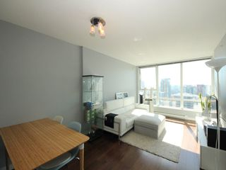 """Photo 2: 2903 928 BEATTY Street in Vancouver: Yaletown Condo for sale in """"MAX 1"""" (Vancouver West)  : MLS®# R2294406"""