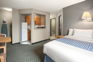 Photo 2: : Leduc Hotel/Motel for sale : MLS®# A1086128