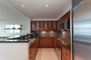 "Photo 8: 803 590 NICOLA Street in Vancouver: Coal Harbour Condo for sale in ""CASCINA"" (Vancouver West)  : MLS®# R2045601"