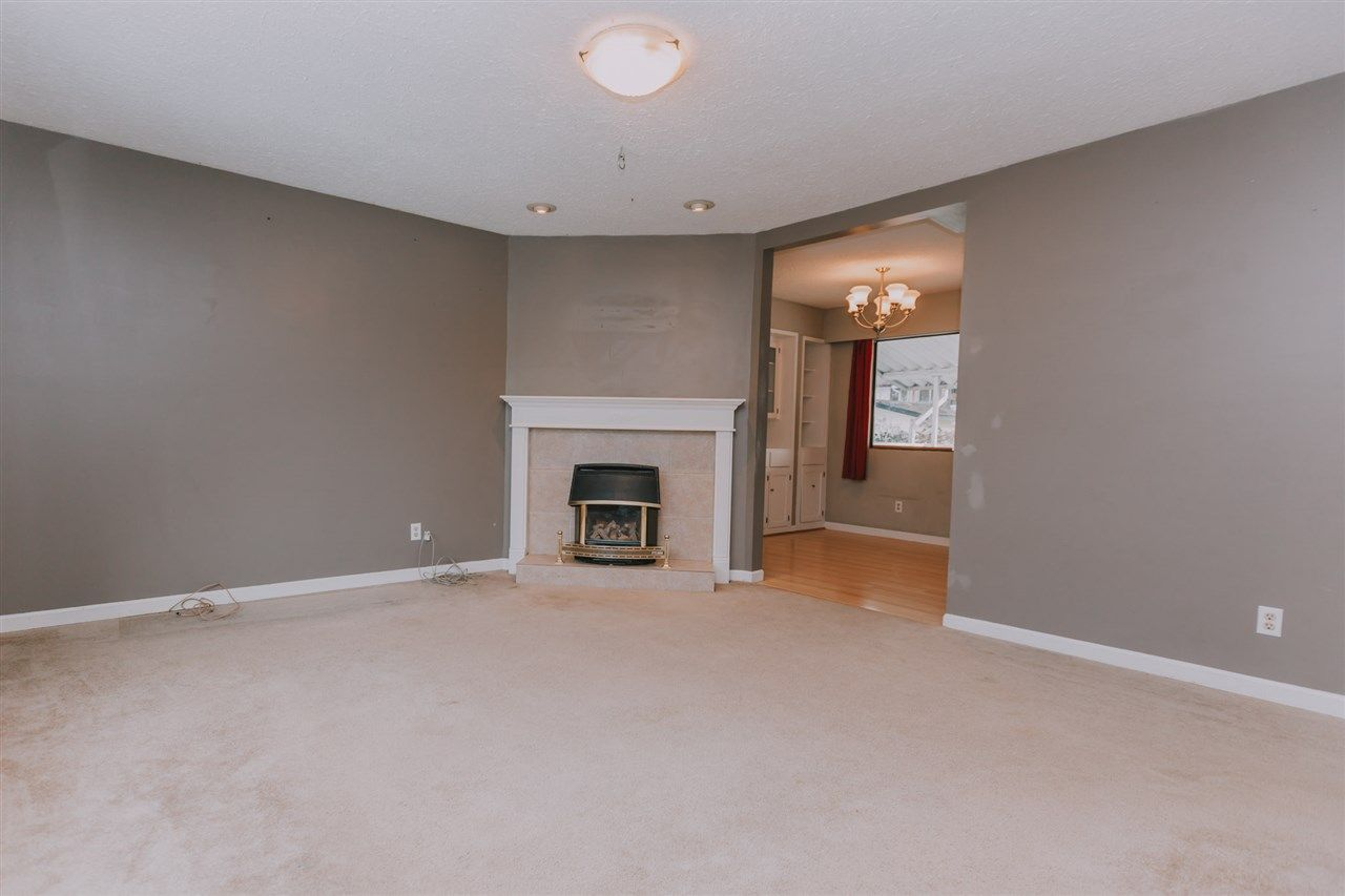 Photo 3: Photos: 8166 WAXBERRY Crescent in Mission: Mission BC House for sale : MLS®# R2332619