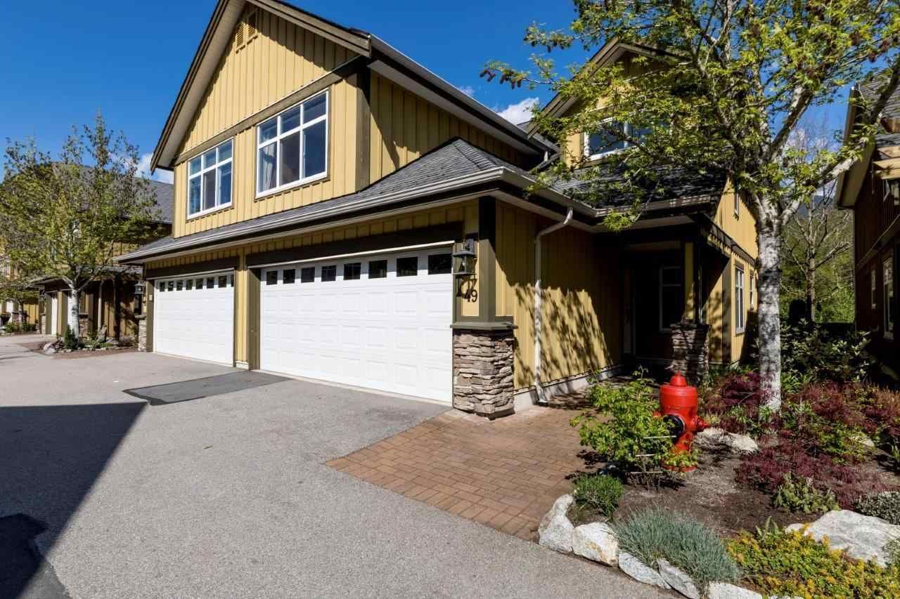"Main Photo: 49 41050 TANTALUS Road in Squamish: Tantalus 1/2 Duplex for sale in ""Greensides Estates"" : MLS®# R2360182"