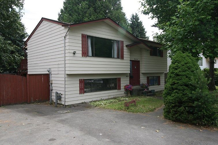 Main Photo: 8666 AUGUST Drive in Surrey: Fleetwood Tynehead House for sale : MLS®# R2382819