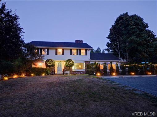 Main Photo: 1908 Ferndale Rd in VICTORIA: SE Gordon Head House for sale (Saanich East)  : MLS®# 741388