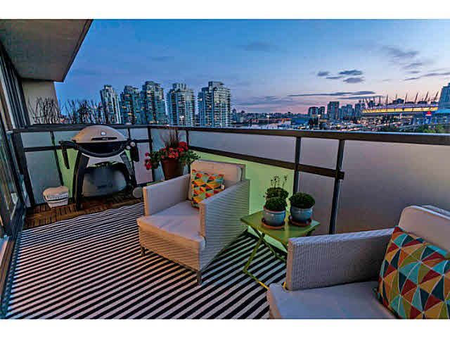 """Photo 9: Photos: 902 718 MAIN Street in Vancouver: Mount Pleasant VE Condo for sale in """"GINGER"""" (Vancouver East)  : MLS®# V1143243"""