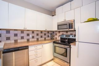 """Photo 8: 605 1177 HORNBY Street in Vancouver: Downtown VW Condo for sale in """"London Place"""" (Vancouver West)  : MLS®# R2304699"""