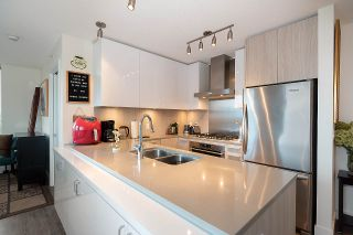 """Photo 5: 2301 3007 GLEN Drive in Coquitlam: North Coquitlam Condo for sale in """"Evergreen"""" : MLS®# R2558323"""