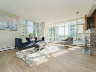 Photo 4: 706 198 AQUARIUS MEWS in Vancouver: Yaletown Condo for sale (Vancouver West)  : MLS®# R2424836