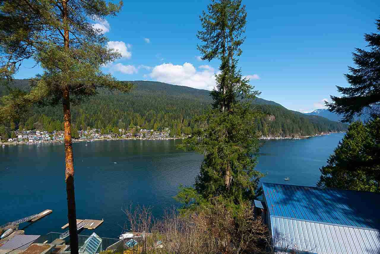 Main Photo: 4670 EASTRIDGE Road in North Vancouver: Deep Cove House for sale : MLS®# R2561641