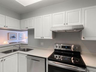 """Photo 7: 210 2105 W 42ND Avenue in Vancouver: Kerrisdale Condo for sale in """"BROWNSTONE"""" (Vancouver West)  : MLS®# R2582976"""