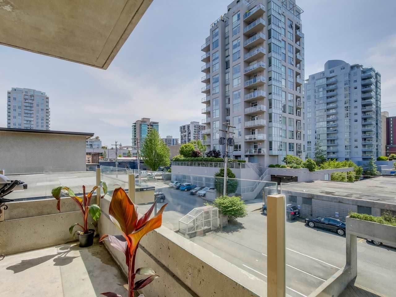 """Photo 5: Photos: 304 137 W 17 Street in North Vancouver: Central Lonsdale Condo for sale in """"Westgate"""" : MLS®# R2075830"""